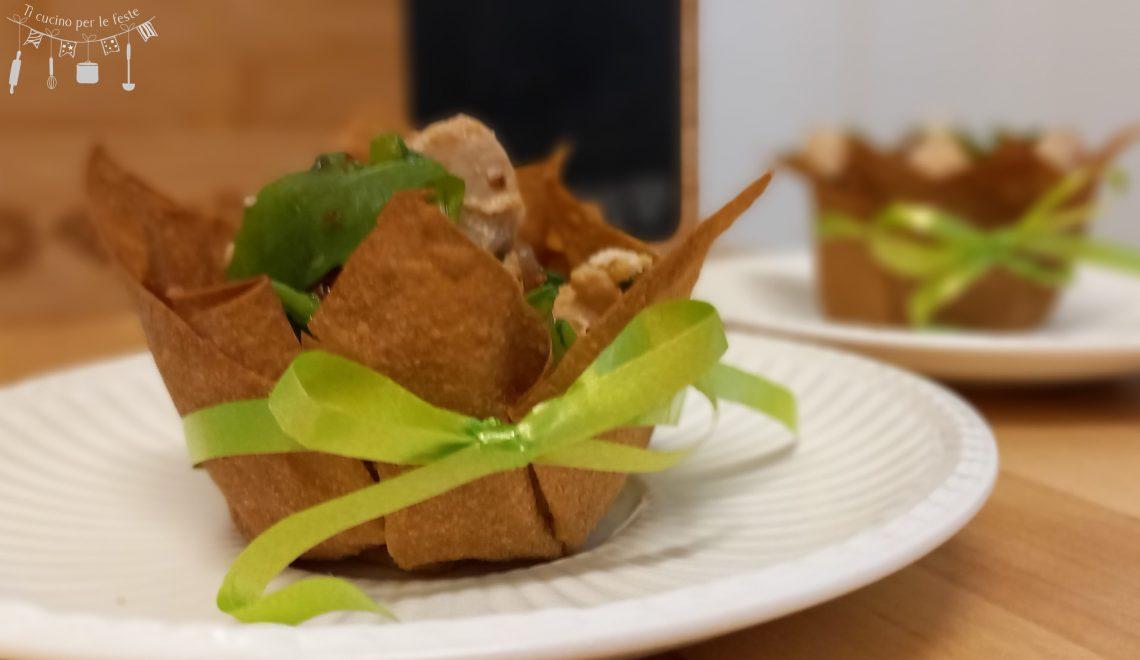 Cestini con insalata di pollo e cetrioli
